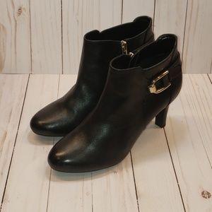 Bandolino B-Flexible Black Ankle Booties. Zip up.